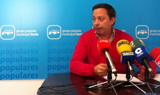 El concejal Adolfo Sainz en rueda de prensa.