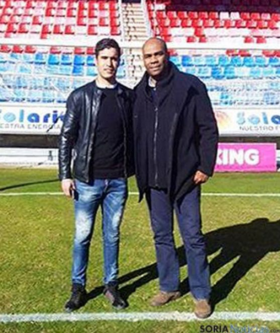 Munir Mohand (izda.) y Rachid Taoussi en el campo de Los Pajaritos este domingo.