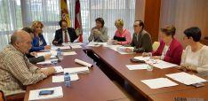 Reunión del Patronato del CAEP bajo la presidencia del delegado de la Junta, Manuel López. / Jta.