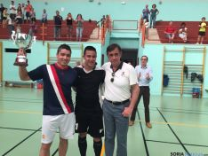 El capitán de Soria con su trofeo