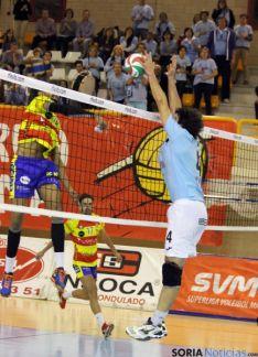 Uno de los lances del intenso partido. / María Morales