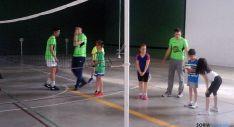 Jóvenes en las pruebas de voleibol./RDSJ