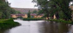 El puente de piedra con los sanjuaneros hacia el Duero./SN