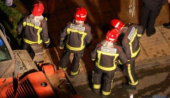Un grupo de bomberos durante una actuación en la capital. /SN