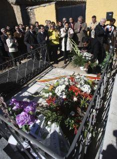 Homenaje a Leonor en el cementerio.