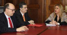 Yolanda de Gregorio, Alberto Santamaría y Miguel Lázaro este martes. /Subdeleg.