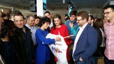 Doña Letizia, con profesores y alumnos./PF