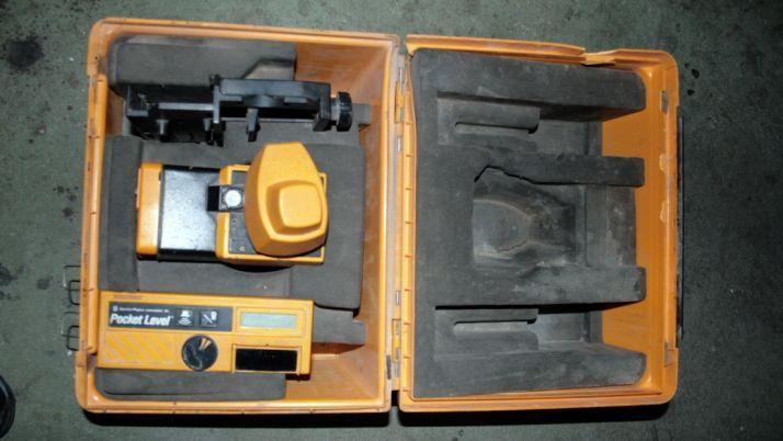 Medidor láser de desconocida procedencia hallado a los detenidos. /Subdelg.