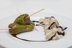 BAR RTE. ASADORECUS- Pimiento relleno de carne y salsa de boletus
