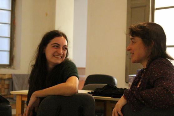 Myriam Fernández y Marina Herce, en el local habilitado para el 'Ateneo'.