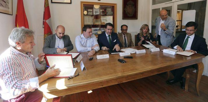 Rúbrica del convenio con las entidades locales implicadas./SN