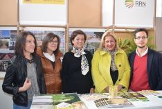 En el centro, la directora general Esperanza Orellana, junto a la subdelegadad del Gobierno y representantes populares. /SN