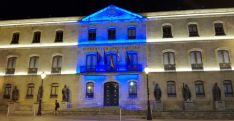 Tonalidad azul del edificio en una imagen de archivo.