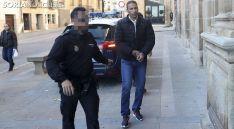 Driss Faseh a la entrada al Palacio de los Condes de Gómara durante una de las sesiones del juicio. /SN