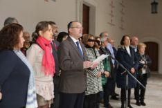 El rector de la UVA, Daniel Miguel, durante la lectura del manifiesto