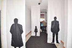 Acceso a la I Feria para la Repoblación de la España Vacía, decorada por la artista Gloria Rubio. /SN