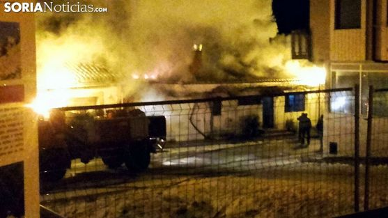 La gran humareda provocada en el incendio. /SN