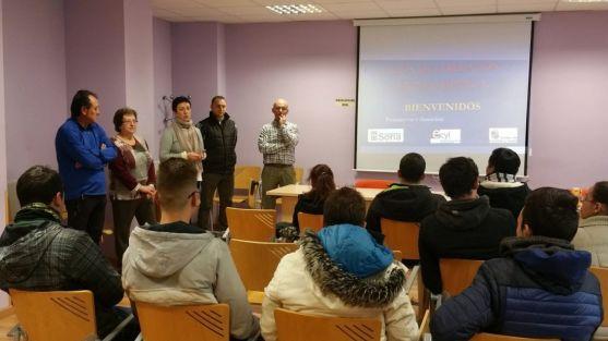 Docentes y responsables del curso, con los alumnos.