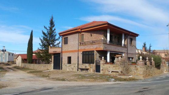 Imagen de la fachada de una vivienda de Martialay que sufrió hurtos.