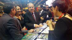 El presidente y la consejera en el espacio expositivo de Soria en Fitur este jueves.