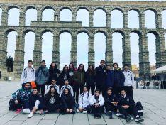 El Club Soria Baloncesto, delante del acueducto de Segovia. CSB