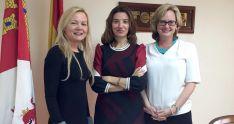 Fernández, (ctro.) junto con las dos redactoras del Financial.