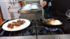 El restaurante Santo Domingo II ya ofreció el miércoles varios menús de Jueves Lardero. SN