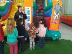 Los más pequeños queman energías en el Salón Infantil de Carnaval.