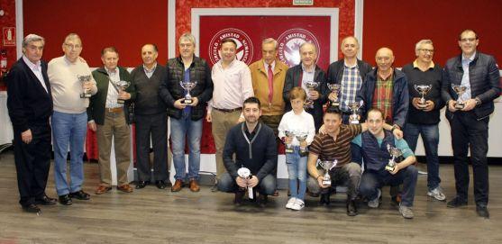 Los ganadores, con sus trofeos. /CAN