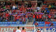 Aficionados del Frente Rojillo en un partido en Los Pajaritos. /FR