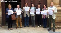 Los letrados, en la entrada del palacio de los Condes de Gómara, sede judicial de Soria. /SN