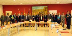 La firma del acuerdo entre la Consejería y entidades financieras. /Jta.