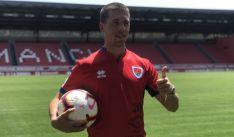 El jugador con la camiseta rojilla. /CDN