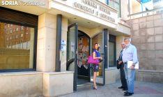 Santiago Aparicio, presidente de FOES (dcha.) a su entrada a la sede cameral. /SN