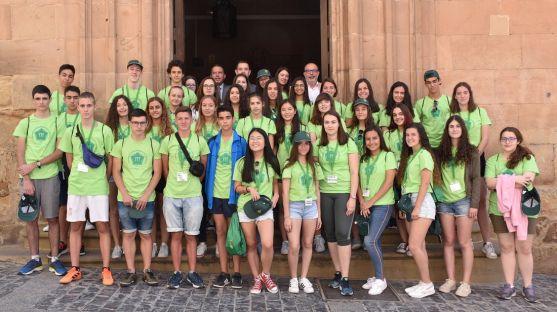 Los estudiantes participantes en la puerta del IES Machado. /Jta.