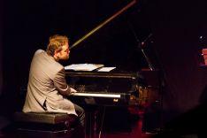 Jairo Ortega y su piano. Blog del artista.
