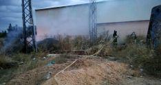 Los bomberos en las tareas de extinción. /Dip.