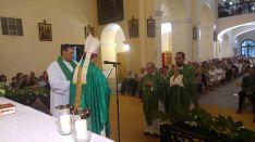 De Miguel (izda.) y Tejedor en la eucaristía. /DOS