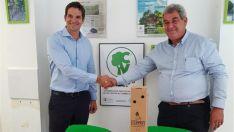 Fernando Trullás, director Comercial de Clipper Iberia (izda.) y Raúl Merino, presidente de Áreas Verdes.