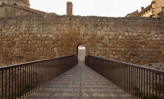 Una imagen de la muralla de Almazán.