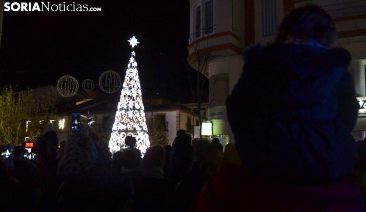 Momento del encendido del árbol de Navidad. /SN