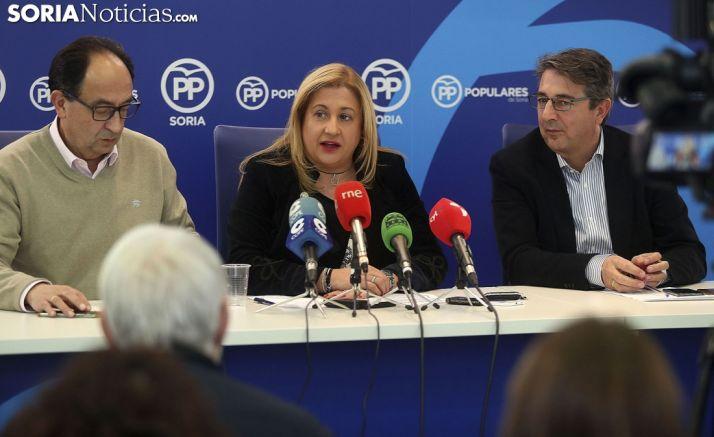 Yolanda de Gregorio, junto a Manuel López (izda.), y Jesús Peregrina. /SN