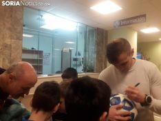 Ripa, Luis Valcarce, Carlos Gutiérrez y Aritz López Garai visitan a tres de los niños ingresados en el Santa Bárbara.