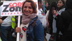 Mara Row, con su cartel este domingo. /SN