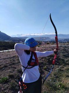 Raquel Frías, arquera de Rejas de San Esteban, disputando la III jornada de 3D en Granada.