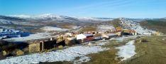 Sarnago cubierta parcialmente por la nieve. Asociación de Sarnago.