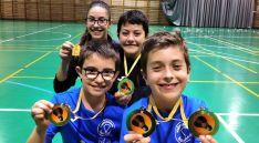 Hugo Sanz, Miguel Pérez, Carmen Carro e Ian Antón con las medallas conseguidas este fin de semana