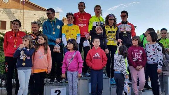 El soriano, en lo alto del podio con los ganadores de las distintas pruebas.