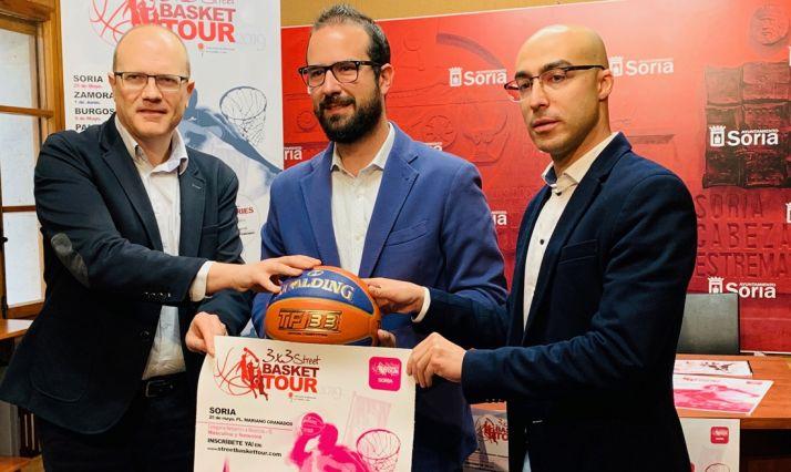 Martín (izda.), Hernández y Calvo este jueves en la presentación del evento.
